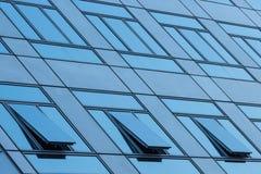 Fenster drei aufzubauen ist offen lizenzfreies stockbild