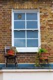 Fenster an einem alten Haus in London Stockfoto