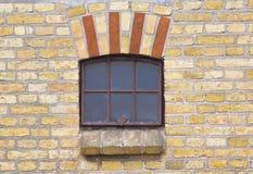 Fenster in einem alten Stall Lizenzfreie Stockfotografie