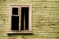 Fenster in einem verlassenen Haus Stockfoto