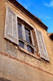 Fenster eines alten Hauses Stockbild