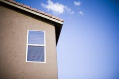 Fenster eines Hauses lizenzfreie stockfotografie