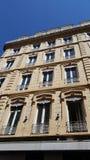 Fenster eines traditionellen Gebäudes der Stadt von Lyon Lizenzfreie Stockbilder