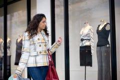 Fenster-Einkaufen Stockfoto