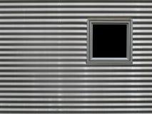 Fenster in gewölbter Aluminiumwand stockbild