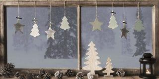 Fenster, Grey Winter Landscape, Weihnachtsbaum Lizenzfreie Stockfotos