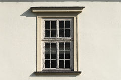 Fenster im alten Gebäude Lizenzfreie Stockbilder