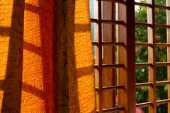 Fenster im Schlafzimmer Stockbild