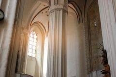 Fenster innerhalb der Kirche Lizenzfreie Stockbilder