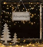 Fenster, Lichter in der Nacht, Adventszeit bedeutet Advent Season Stockbilder