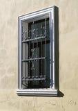 Fenster mit einem Gitter Lizenzfreies Stockbild