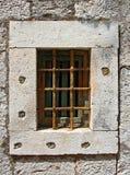 Fenster mit Eisenstangen Lizenzfreie Stockfotografie