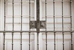 Fenster mit Grill Lizenzfreie Stockfotografie