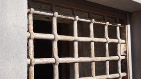 Fenster mit rostigem lizenzfreies stockbild