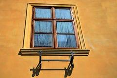 Fenster mit Tau Stockfotos