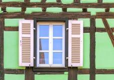 Fenster mit Vorhängen Lizenzfreie Stockfotos