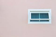Fenster mit Wandhintergrund Stockfoto