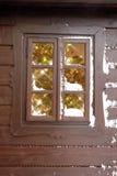 Fenster mit Weihnachtsbaum Lizenzfreie Stockfotos