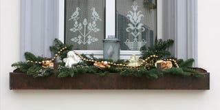 Fenster mit Weihnachtsdekoration Lizenzfreie Stockbilder