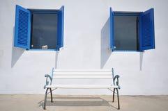 Fenster mit zwei Blau Lizenzfreies Stockfoto
