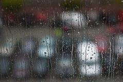Fenster-Regentropfen - Archivbild Stockbild