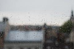 Fenster-Regentropfen - Archivbild Stockfoto