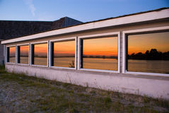 Fenster-Sonnenuntergang Lizenzfreie Stockfotos