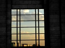 Fenster und blauer Himmel Stockbilder