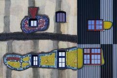 Fenster und Fassade, künstlerisch angeordnet stockfotografie