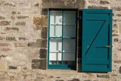 Fenster und Fensterladen Stockbild