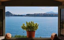 Fenster und Meer Stockbild