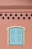 Fenster und rosa Wand Lizenzfreie Stockfotos