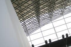 Fenster- und Stahlaufbau lizenzfreies stockbild