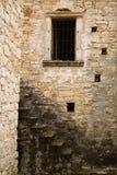 Fenster und Treppenhaus Stockbilder