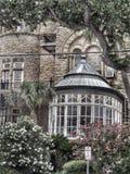 Fenster von einer Villa Stockbilder