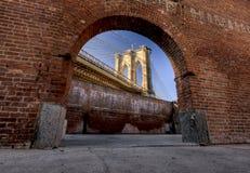 Fenster zur Brooklyn-Brücke Lizenzfreie Stockfotografie