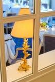 Fensteransicht in eine Gaststätte Stockfotos