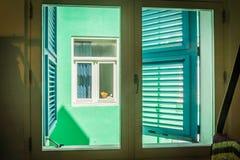 Fensteransicht - von Ansichten Altbauten Punda Curaçao Lizenzfreie Stockfotos