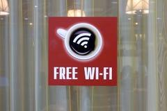 Fenstercafé mit freiem Wi-Fi Stockfotografie