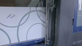 Fensterglas und dekoratives Glas automatisierte Fertigungsstraße stock footage