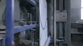 Fensterglas und dekoratives Glas automatisierte Fertigungsstraße stock video