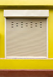 Fensterladentür oder Rollentür Stockbilder