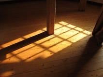 Fensterleuchte auf Fußboden Stockbild
