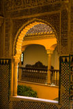 Fensterportal verziert in der maurischen Art Stockfotografie