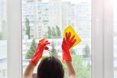 Fensterreinigungsservice Frauen- und Fensterreinigung Reinigungsservice stockfotos