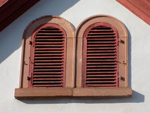 Fenstertüren rot stockfotografie