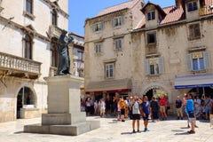Fente, CROATIE - 7 juillet 2018 : Statue du poète croate en Th image libre de droits