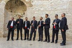 FENTE, CROATIE, LE 1ER OCTOBRE 2017 : Chanteurs dalmatiens traditionnels Image stock