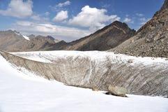 Fente dans le glacier de montagne Photographie stock