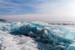 Fente de glace à la côte de lac Baikal Photo libre de droits
